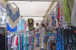 Schöne Blusen, Röcke und mehr gibt es bei Singh Amrik