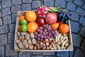 Nüsse, Weintrauben, Orangen und mehr...